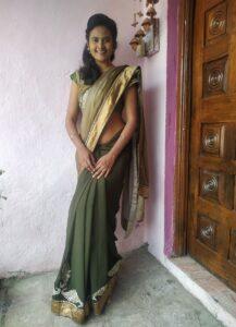 standing saree pose