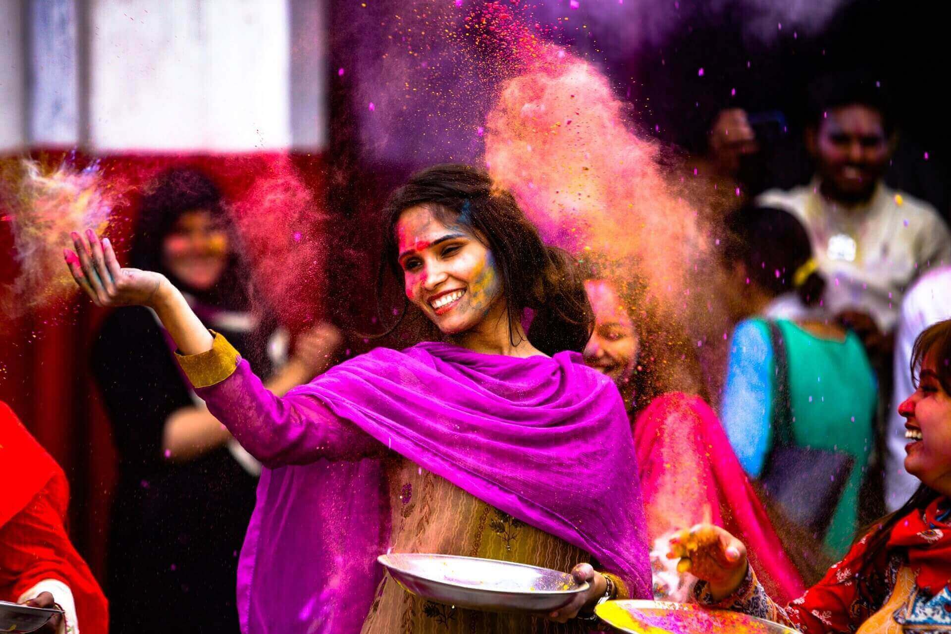 Jewellery To Wear And Avoid While Playing Holi